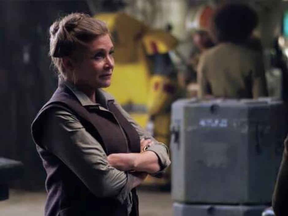 Carrie Fisher, quien interpreta a la Princesa Leia en las primeras entregas aparece en el Detrás de Cámaras de la película. (Fotos: El Comercio)
