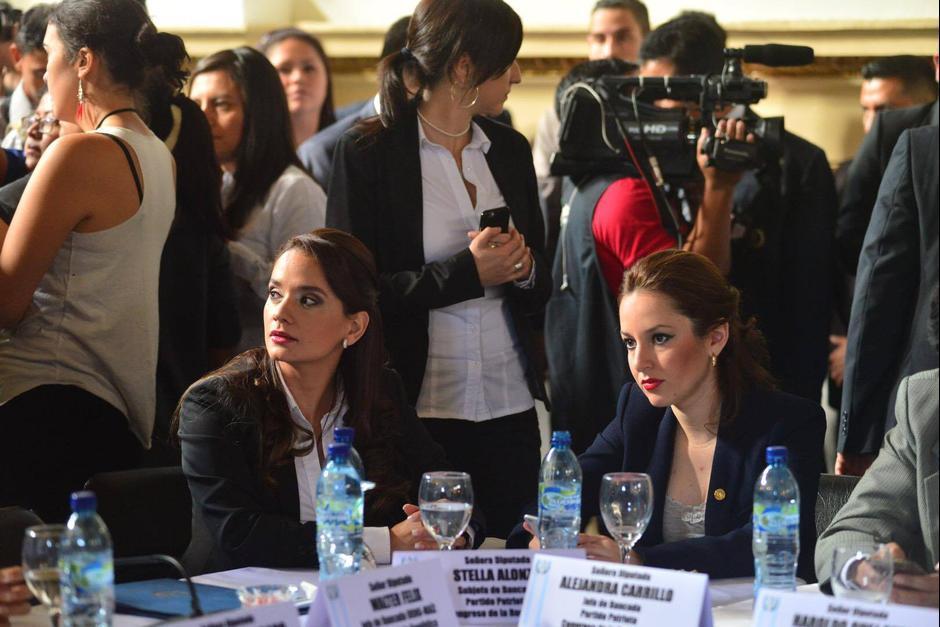 La diputada Stella Alonzo y la congresista Alejandra Carrillo participaron en la reunión entre el presidente de la República Jimmy Morales y el presidente del legislativo Mario Taracena. (Foto: Jesús Alfonso / Soy502)