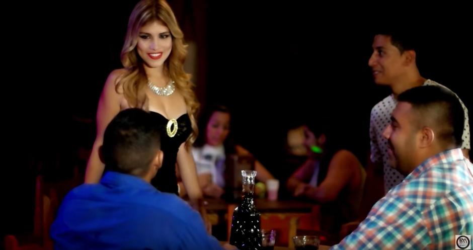 """La modelo participó en el videoclip de Juan Carlos Hurtado """"El Andariego"""". (Captura de pantalla: El Andariego Music JCH/YouTube)"""