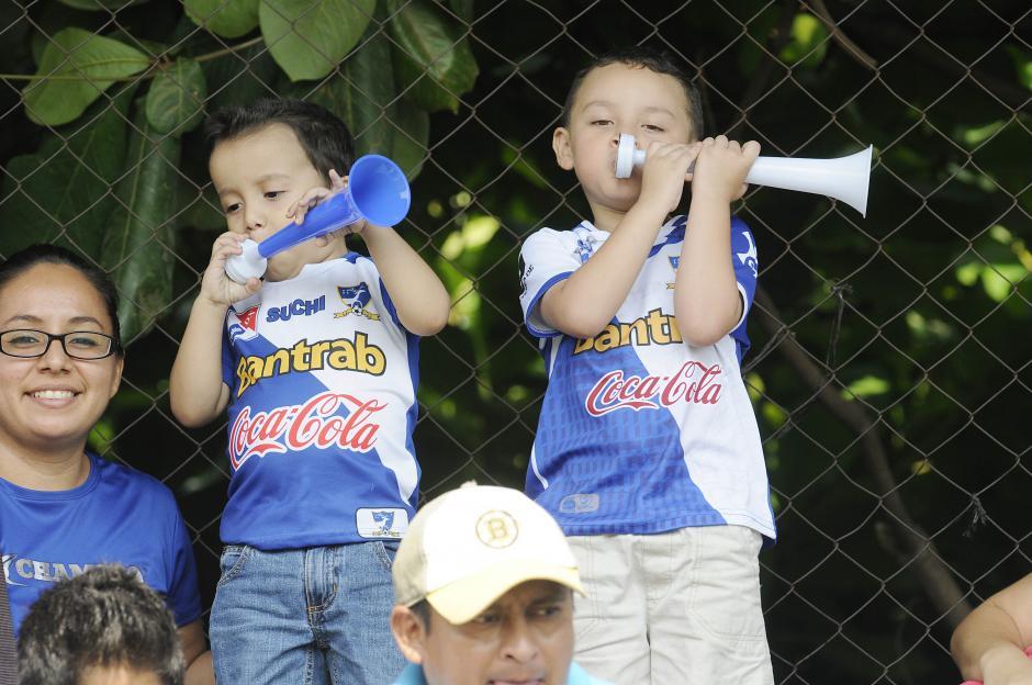 La afición más pequeña de Suchitepéquez celebró la victoria. (Foto: Nuestro Diario)