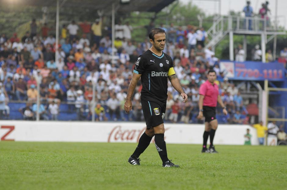 José Manuel Contreras salió molesto de la gramilla del estadio Carlos Salazar. (Foto: Orlando Chile/Nuestro Diario)