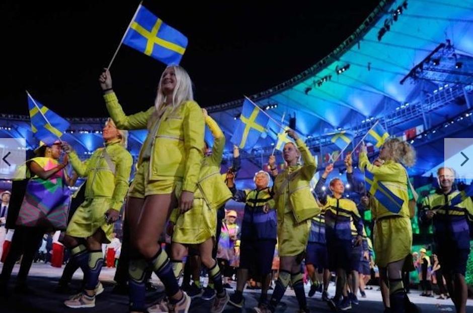 El amarillo brillante de Suecia podía divisarse desde lejos. (Foto: Vogue)