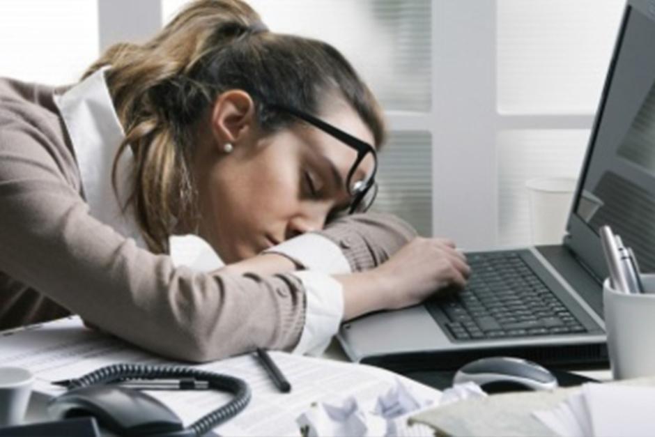 Uno de los sistemas es hacer una siesta de treinta minutos cada seis horas. (Foto: Archivo)