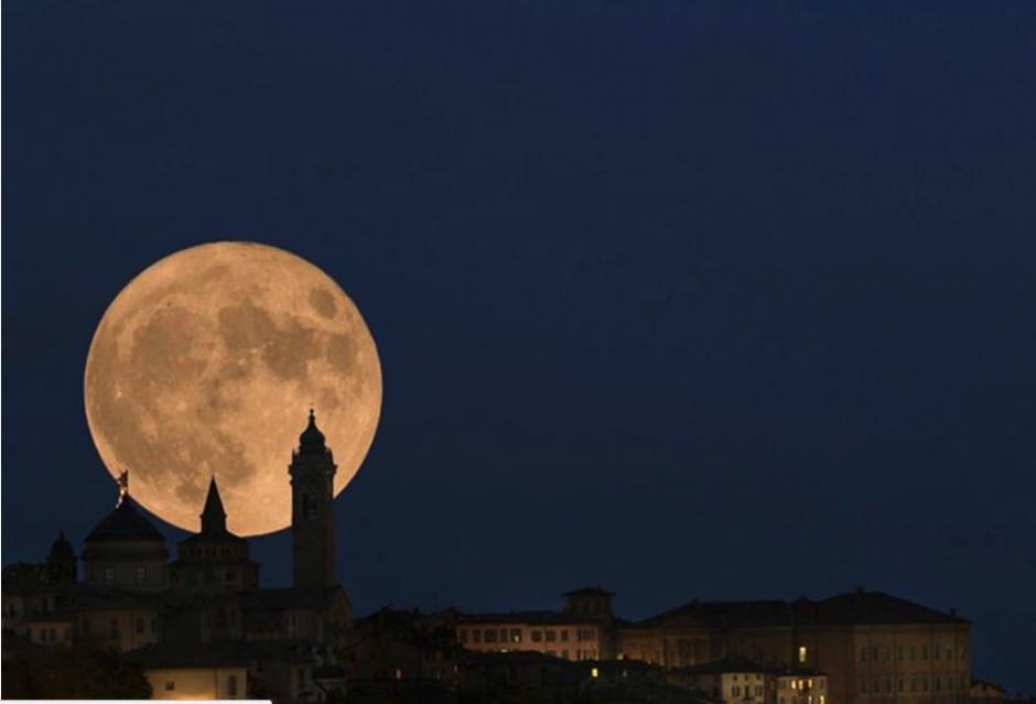 Desde diversos puntos de España fue captada la Luna este lunes. (Foto: Instagram/@IG/fluxxs)