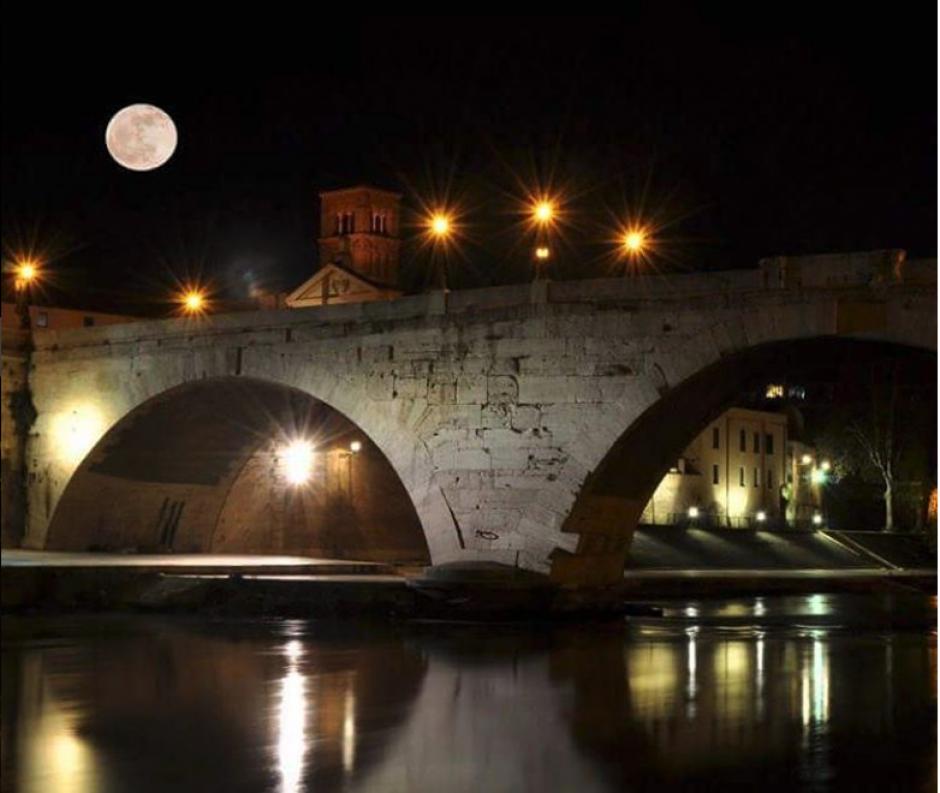 Imagen captada sobre el Puente Cestio, en Roma, Italia. (Foto: Instagram/@trastevere_app)