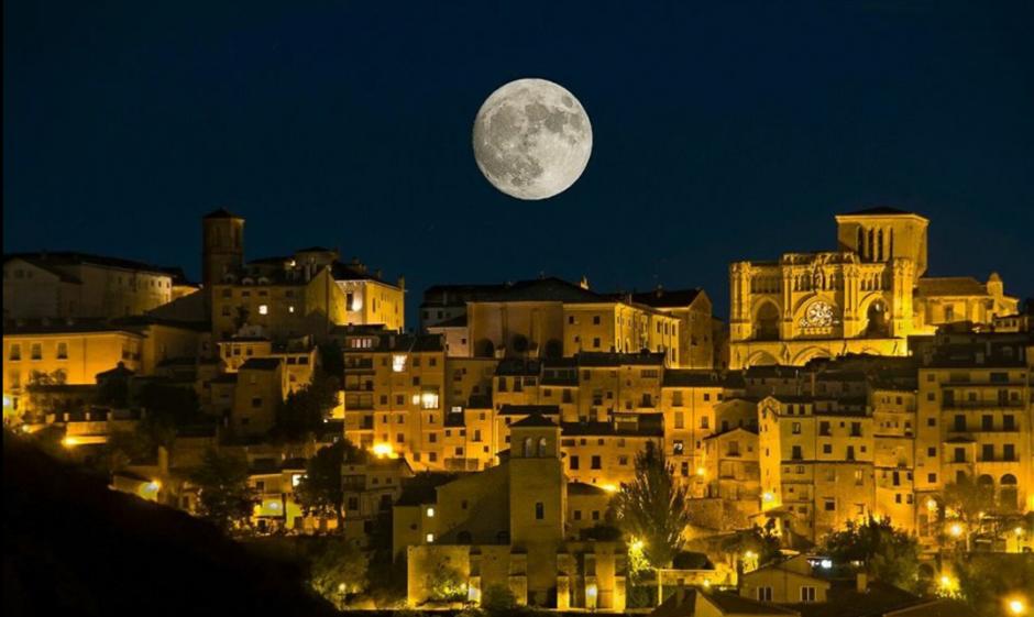 Miles de usuarios compartieron espectaculares imágenes de la Superluna. (Foto: Twitter/@meteolp)