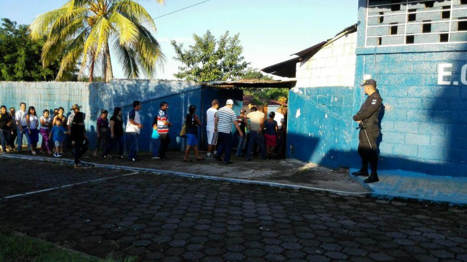 Apertura de un centro de votación en San Francisco Zapotitlán, Suchitepéquez, donde se elegirá también Corporación Municipal, debido a disturbios en las elecciones del 06 de septiembre. (Foto: Cortesía de Nuestro Diario)