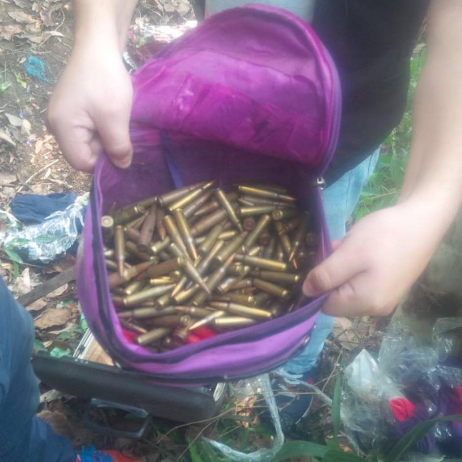 Municiones de grueso calibre fueron decomisados durante los allanamientos. (Foto: PNC)
