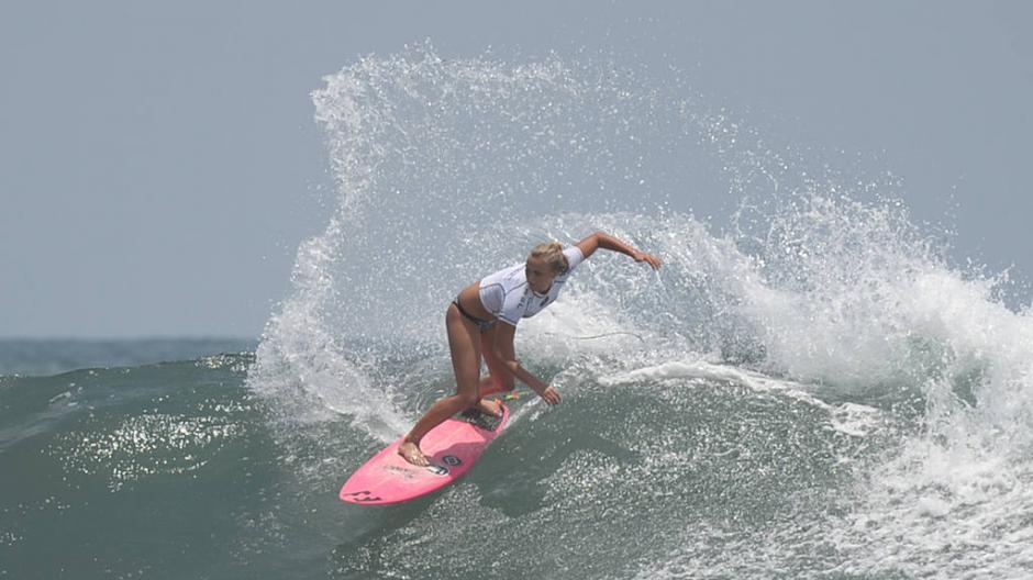 Jean Elli Coffey, surfista Australiana. (Foto: Húber Rosales/El Diario de Hoy)