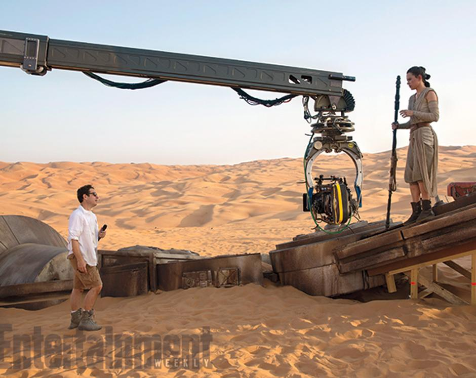 El director JJ Abrams y la actriz Daisy Ridley. (Foto Entertainment Weekly)