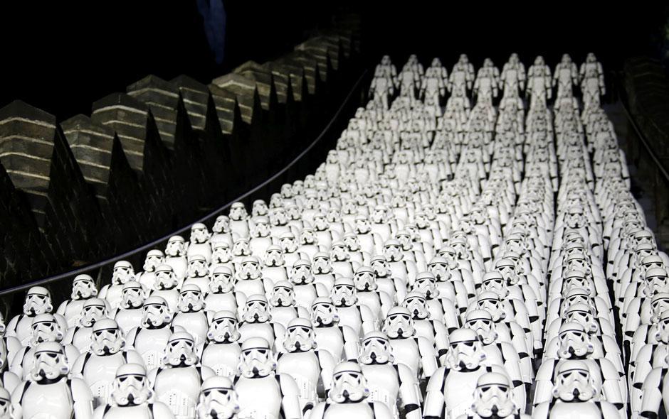 """Stormtroopers durante la promoción de la séptima entrega de la saga de """"Star Wars"""" en China.(Foto: Google)"""
