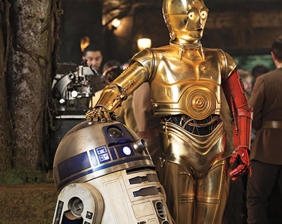 R2-D2 y C-3PO (interpretado por Anthony Daniels). (Foto Entertainment Weekly)