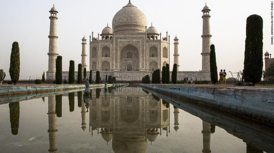 Este es uno de los sitios que deben estar incluidos dentro de cualquier listado. El Taj Mahal, India fue construido en 1643 por el emperador Shah Jahan en memoria de su tercera esposa.