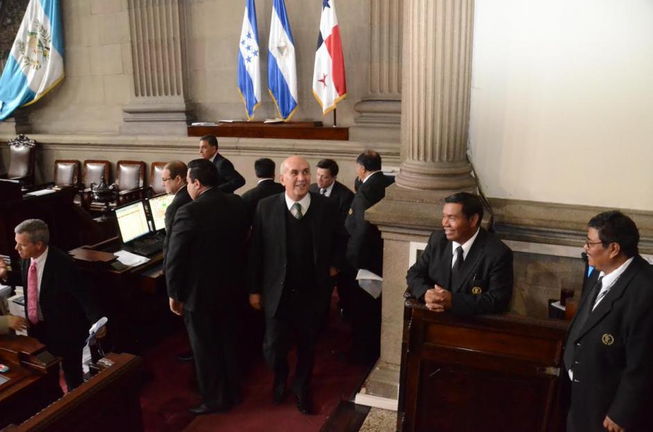 Taracena esperó 42 minutos antes de suspender la sesión. (Foto: cortesía de José Castro)
