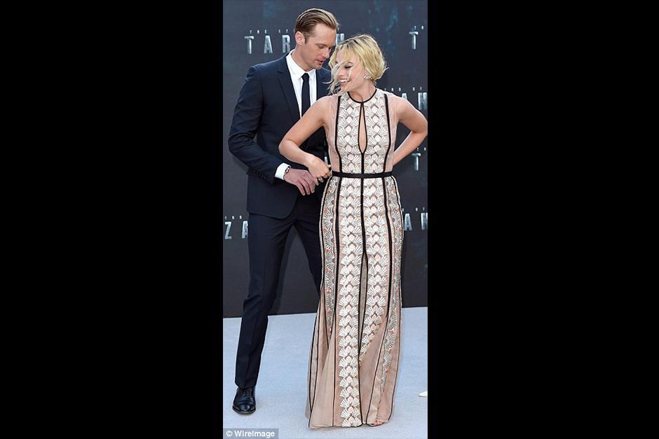 """Durante la alfombra roja de la película de """"Tarzán"""" en Londres la actriz tuvo un problema con su vestido. (Foto: dailymail.co)"""