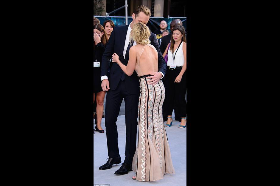 Margot le agradeció con un beso al actor. (Foto: dailymail.co)