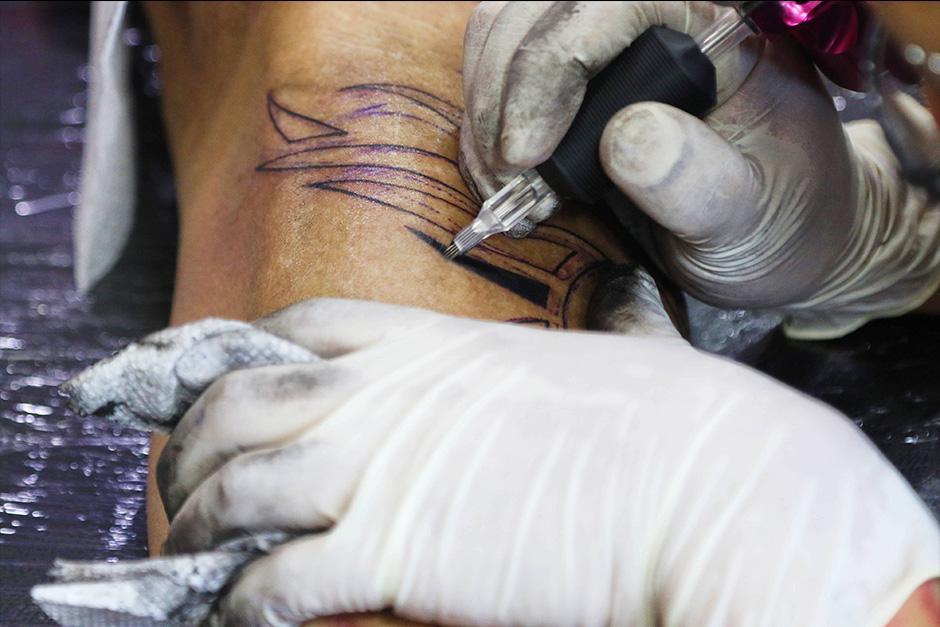 Es importante tener alguna idea de lo que se quiere tatuar. (Foto: Alejandro Balán/Soy502)