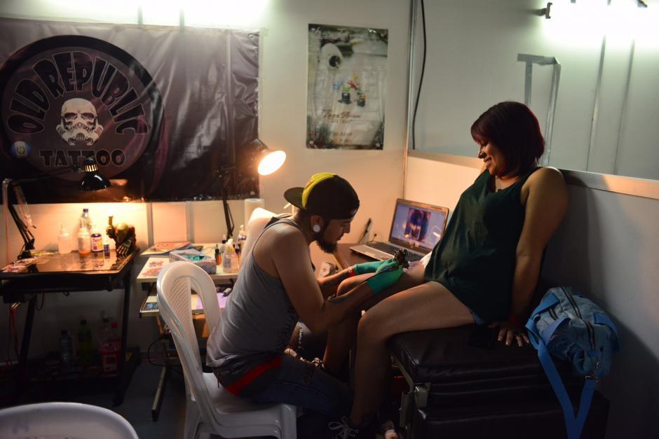 El lugar que los guatemaltecos seleccionaban para realizarse los tatuajes era variado. (Foto Jesús Alfonso/Soy502)