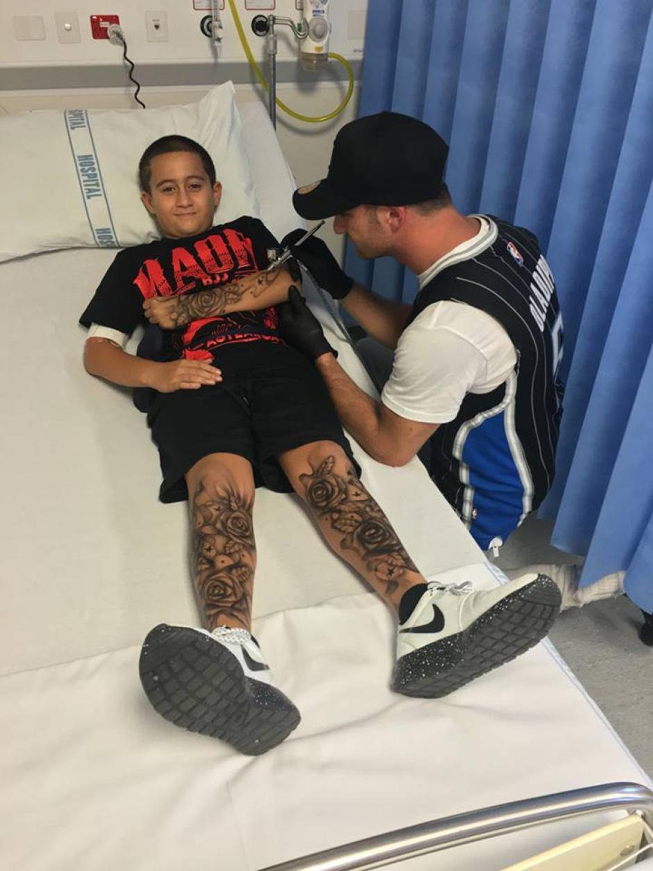 El tatuador planea visitar otros hospitales para realizar la misma iniciativa. (Foto: Facebook)