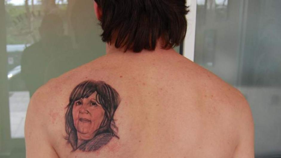 Muchos fanáticos del crack argentino desconocían este tatuaje en su espalda. (Foto: diez.hn)