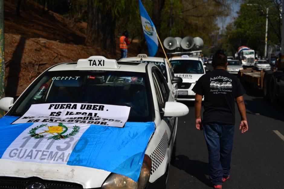 Taxistas se unen para realizar protesta en la capital. (Foto: Jesús Alfonso/Soy502)