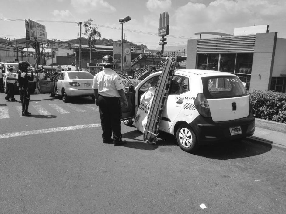 Dos taxistas murieron en un ataque armado en Valle del Sol, zona 4 de Mixco. (Foto: @BVoluntariosGT)