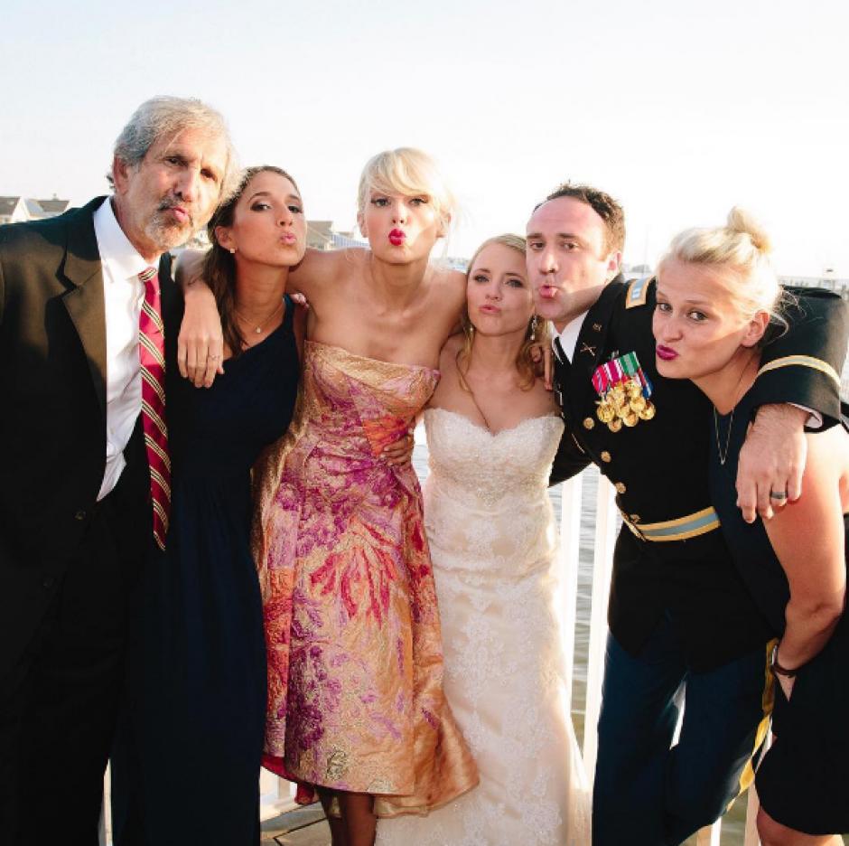 Los invitados se sorprendieron con la presencia de la cantante. (Foto: Instagram/Taylor Swift)