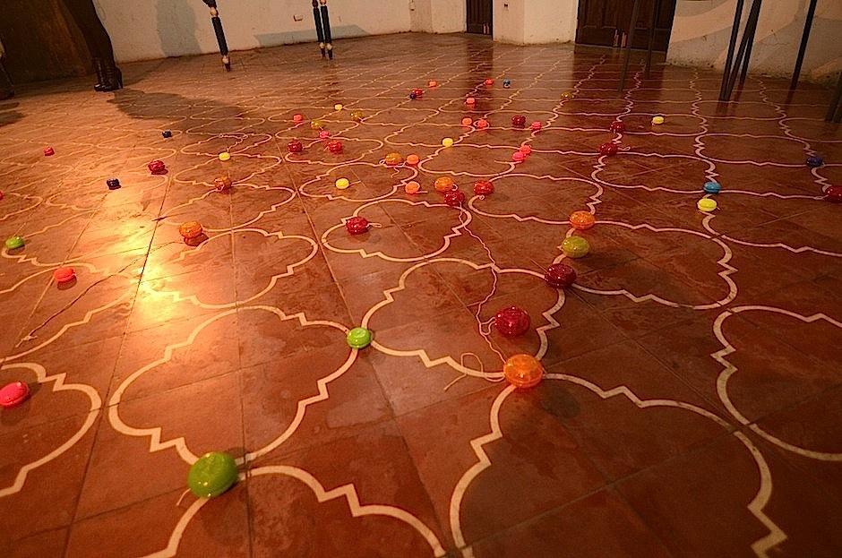 """""""Discutiendo de política y arte"""" de Alejandro Noriega. (Foto: Selene Mejía/Soy502)"""