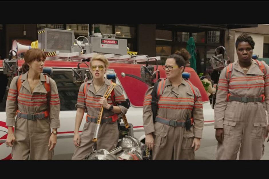 Un grupo de chicas protagoniza a los famosos cazafantasmas. (Captura de pantalla: Sony Pictures Entertainment/YouTube)