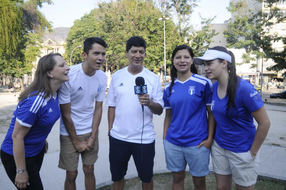 La familia de Charles Fernández viajó a Río para apoyar al pentatleta guatemalteco en los Juegos. (Foto: Aldo Martínez/Enviado de Nuestro Diario)