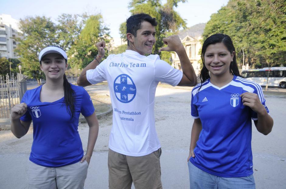 Adriana (amiga); Danny y Alysson (hermanos) también están en Río. (Foto: Aldo Martínez/Enviado de Nuestro Diario)