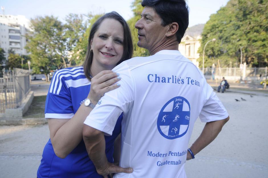 La señora Heidy y don Carlos, son los padres del pentatleta de 20 años. (Foto: Aldo Martínez/Enviado de Nuestro Diario)