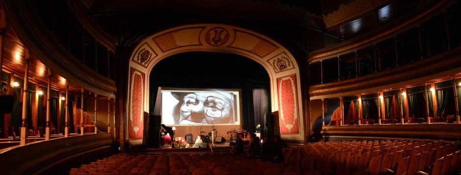 La bella sala del teatro de Quetzaltenango, donde Gaby Moreno se lució. (Foto: Ximena Díaz/Soy502).