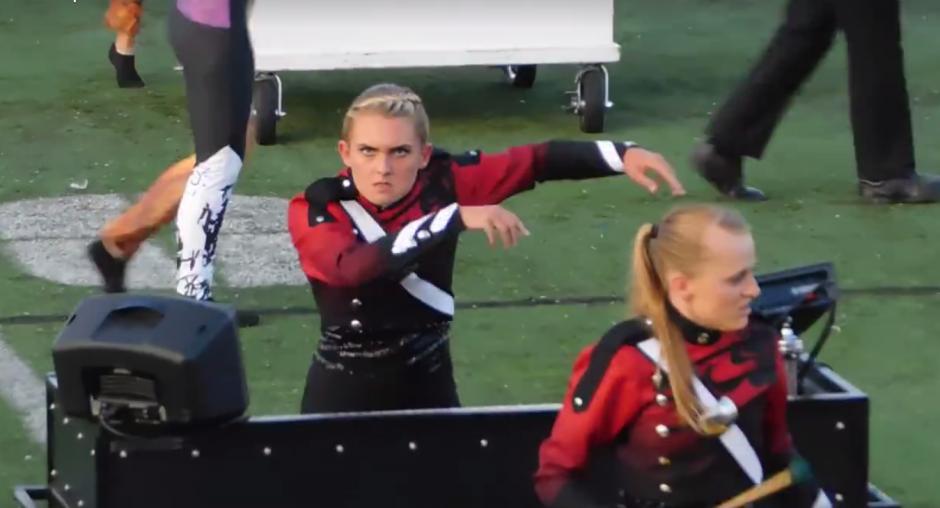 La chica realizó movimientos irregulares al compás de la música. (Foto: Captura de pantalla)