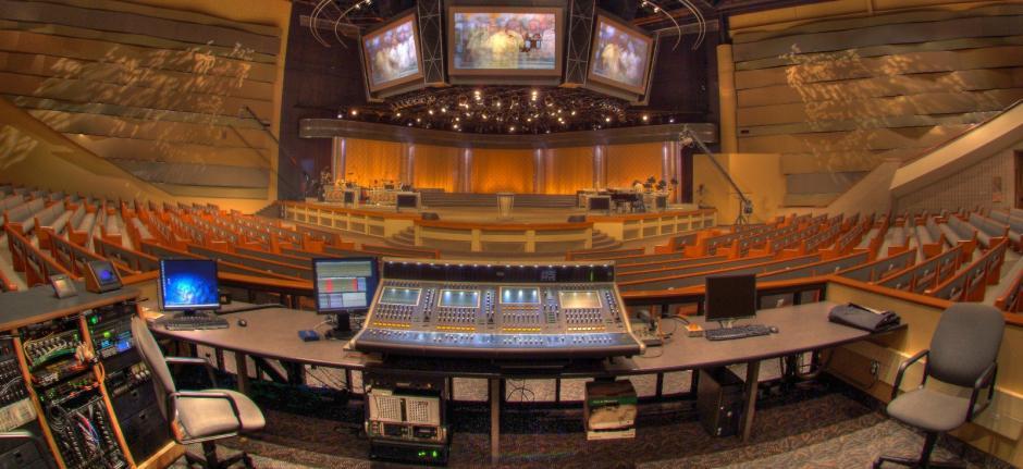 Consolas, equipo audiovisual y mucha tecnología utilizan en Vous Church. (Foto: Vous Church)