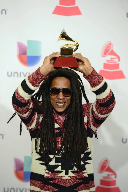 """Tego Calderón recibió el premio a """"Mejor Álbum de Música Urbana"""" en la 16 edición de los Latin Grammy. (Foto: Paul Buck/EFE)"""