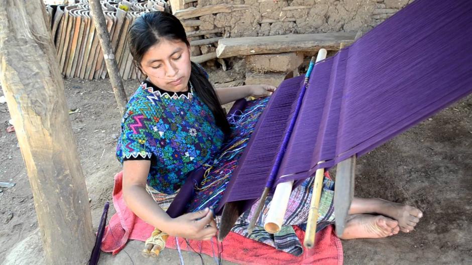 En diversas comunidades mayas de Guatemala se producen telas típicas. (Foto: YouTube)