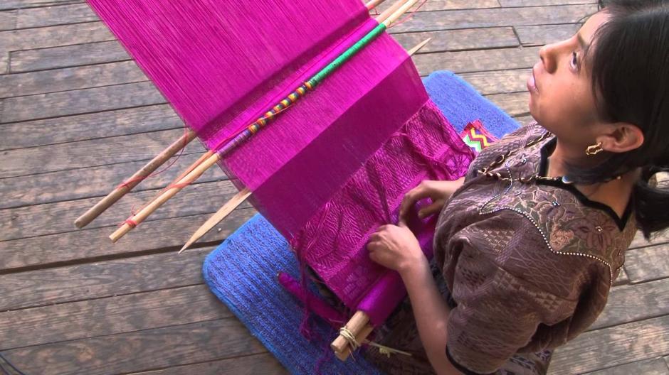 Las mujeres tejedoras de Guatemala, necesitan semanas y meses para terminar una creación. (Foto: cyberspaceandtime)