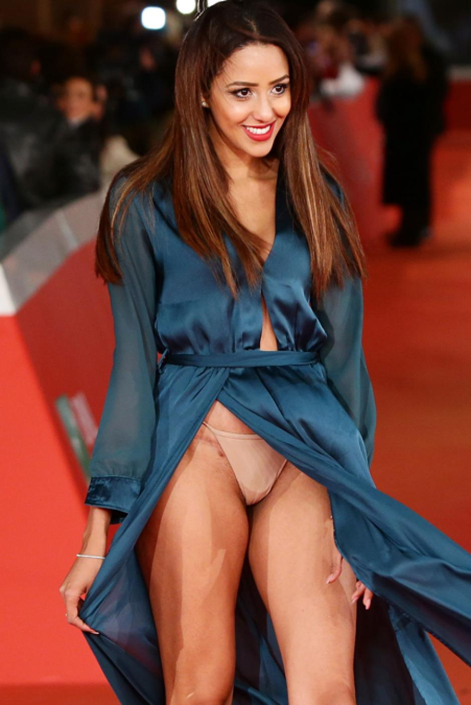 El vestido de Zaina Dridi dejó poco a la imaginación y a ella al parecer poco le importó. (Foto: telemundodallas.com)