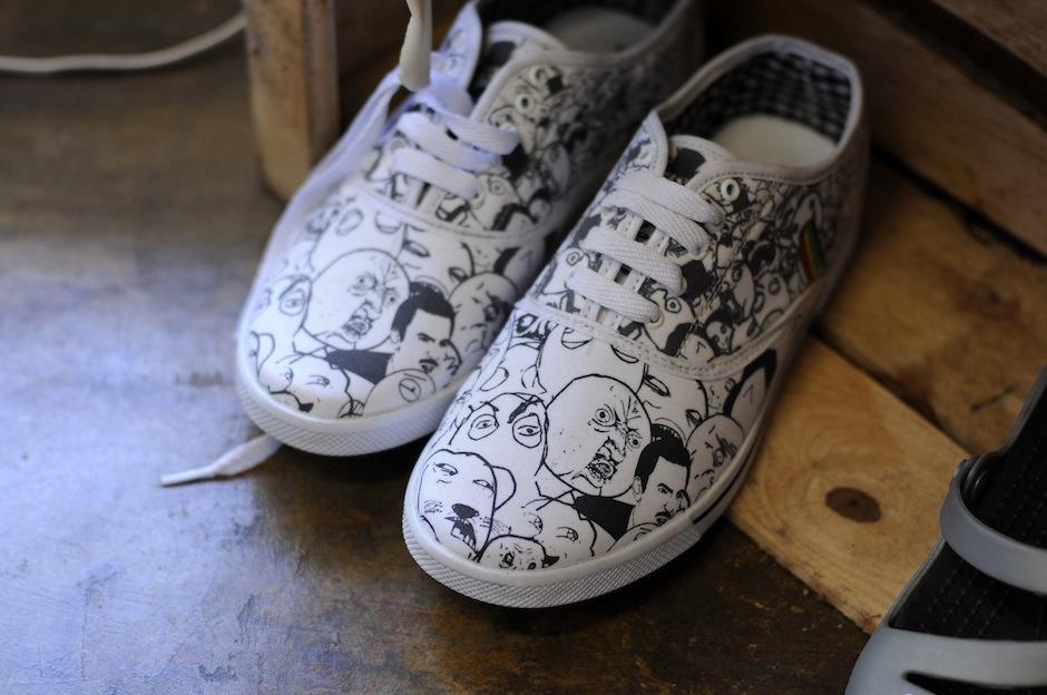 Las ilustraciones también pueden darle un toque único a tus zapatos. (Foto: Esteban Biba/Soy502)