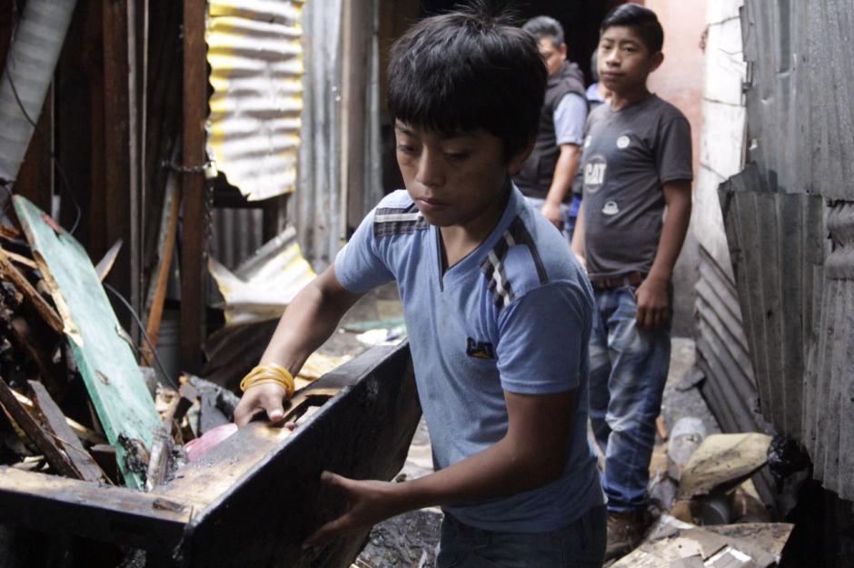 Cuatro menores de edad fueron rescatados del incendio. (Foto: Fredy Hernández/Soy502)