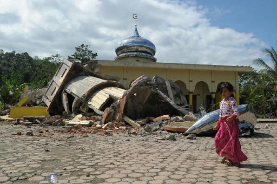 Las autoridades han contabilizado casi 100 personas fallecidas. (Foto: AFP)
