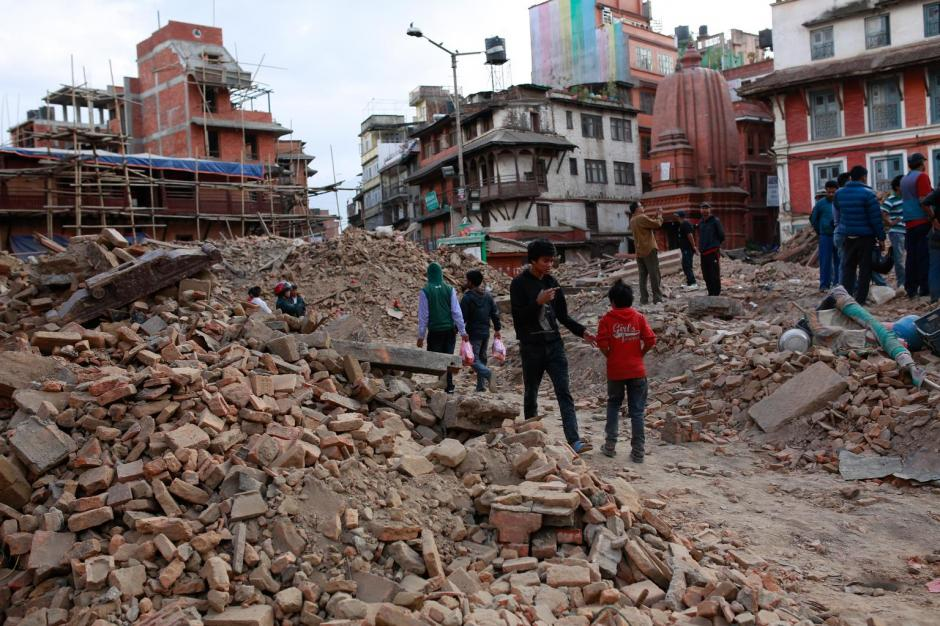 Dos terremotos sacudieron el centro de Nepal los pasados 25 de abril y 12 de mayo, dejando un saldo de ocho mil 604 fallecidos y más de 14 mil personas heridas. (Foto: unicef.es)
