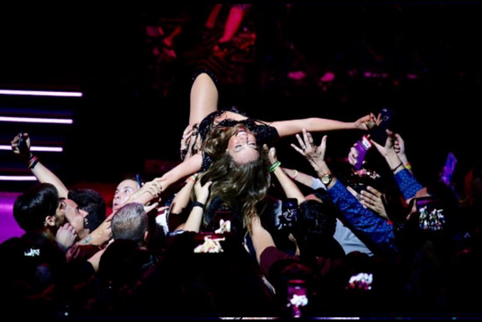 Hace algunos días Thalía fue criticada por retirar a un seguidor del escenario. (Foto: Instagram)