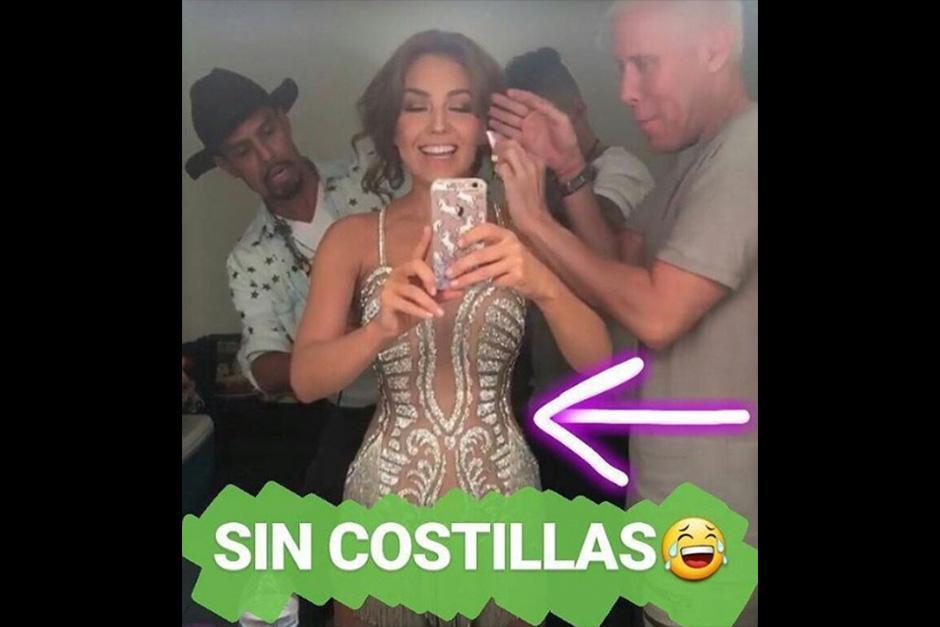 La cantante publicó una foto donde confirma que no tiene costillas. (Foto: Instagram)
