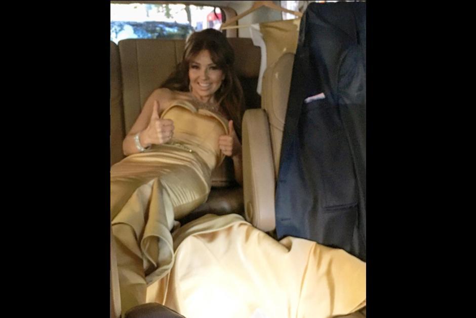 Thalía admitió que el vestido le quedaba muy apretado. (Foto: Instagram)