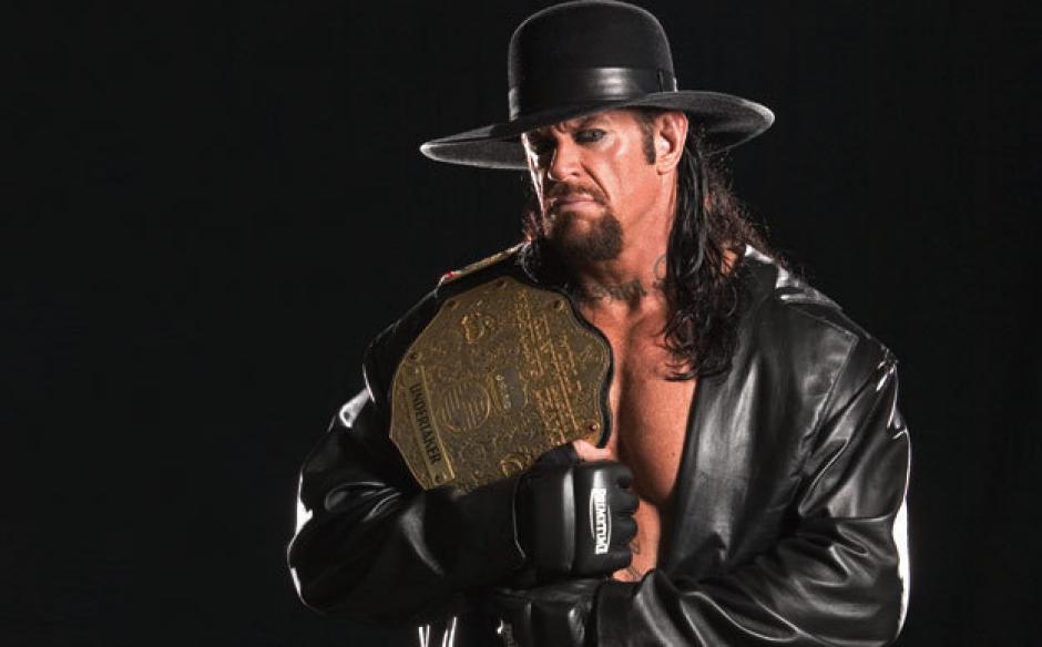 The Undertaker reapareció en público luego que se le viera portando muletas en una fotografía.