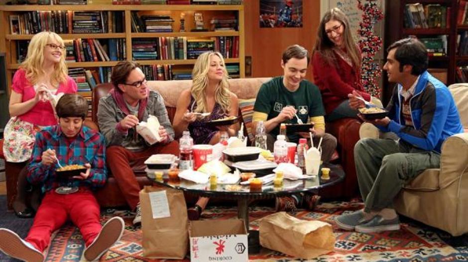 """Pikachu invade el set de """"The Big Bang Theory"""". (Captura de pantalla: YouTube)"""