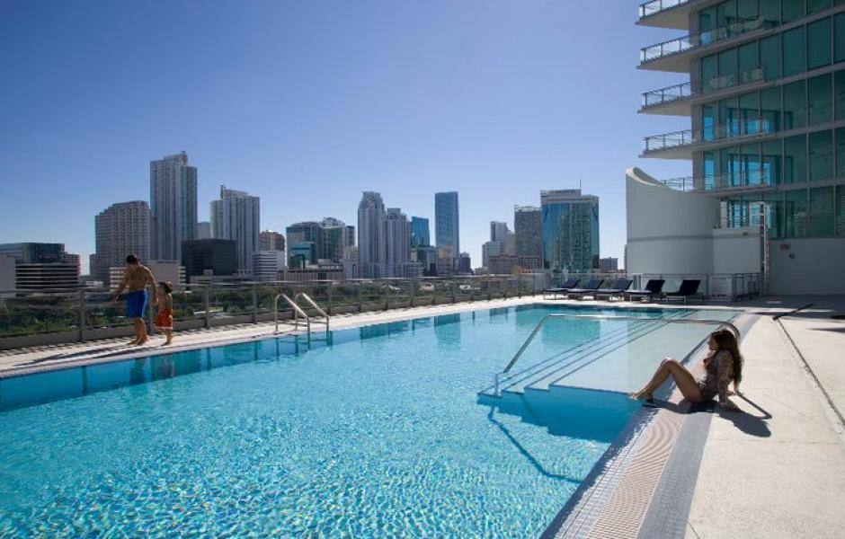 El inmueble cuenta con piscina. (Mint at Riverfront/Facebook)
