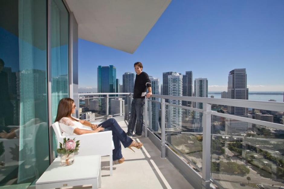 Los apartamentos tienen un amplio balcón. (Mint at Riverfront/Facebook)
